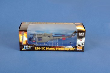 Easy Model 39316 - 1/48 UH-1C Huey Helicopter - Us 3Rd Platoon 1969 - Neu