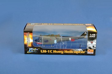 Easy Model 39318 - 1/48 UH-1C Huey Helicopter - Gun Platoon Sharks- Us Army 1970