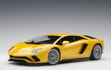 AUTOart 79132 - 1/18 Lamborghini Aventador S 2017 (new giallo orion/pearl yellow)